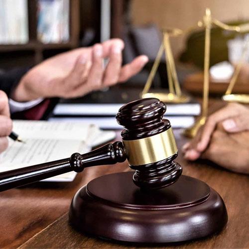 داشتن وکیل در شکواییه ممانعت از حق و تصرف عدوانی چه مزایایی دارد؟