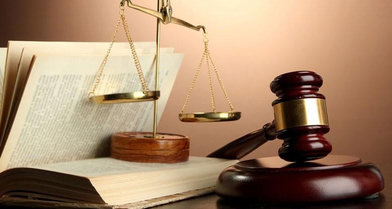 بررسی دادگاه به اتهامات به چند صورت انجام می شود؟