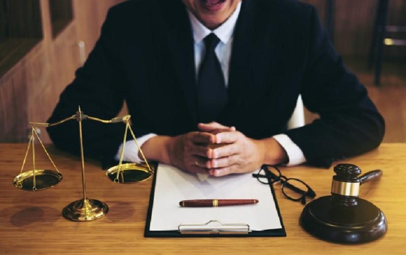 هزینه های دادرسی را به عنوان هزینه ی خاصی که در دادگاه تعیین می شود