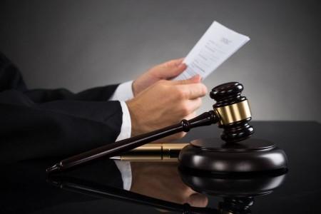 وکیل پایه یک دادگستری کیست؟