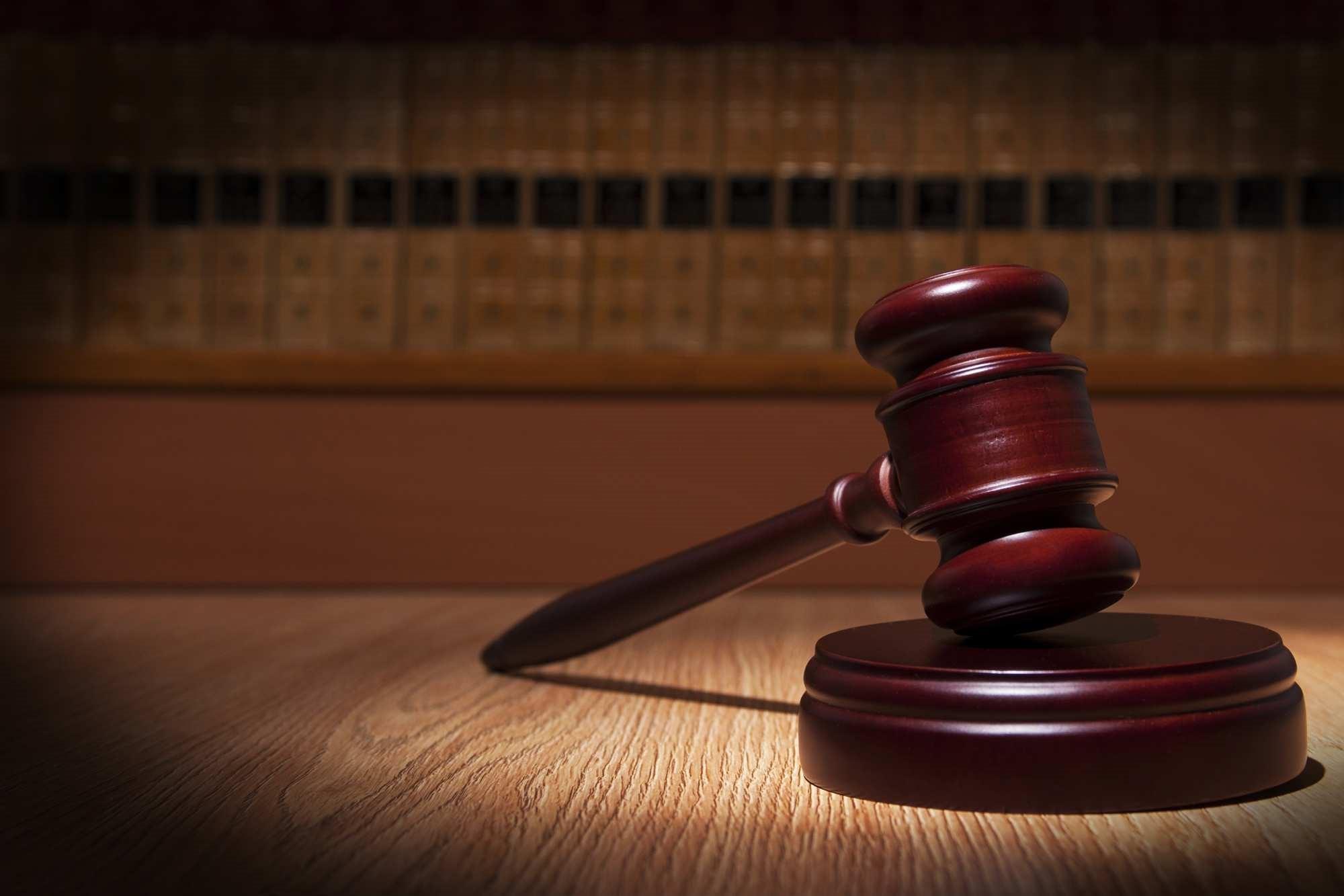 دو قاضی در دادگاه تجدیدنظر حضور دارند