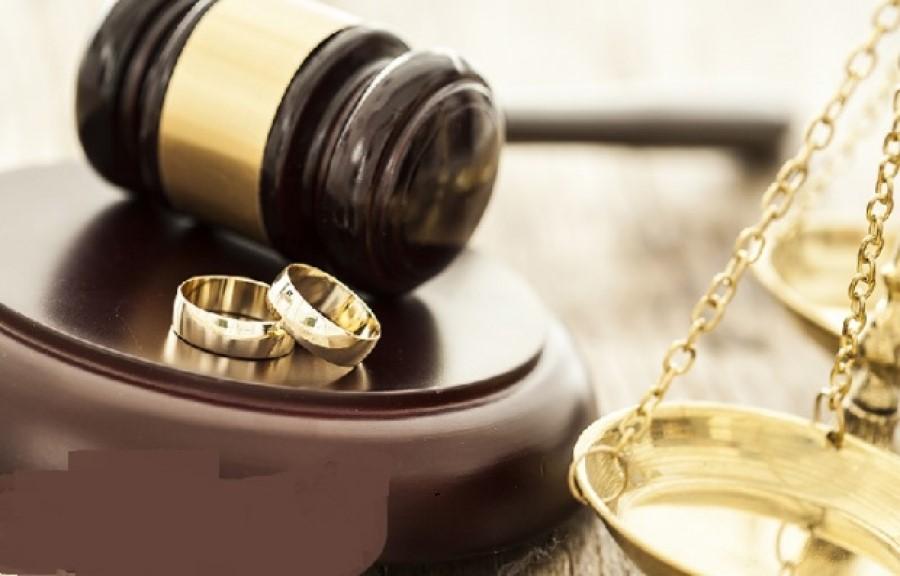 دادگاه شرایط را برای تمامی افراد از لحاظ طلاق بررسی می کند