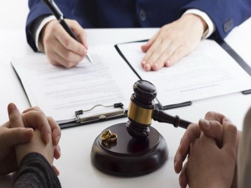 آیا در زمینه ی درخواست طلاق از طرف زوجه مهریه به زن تعلق می گیرد؟