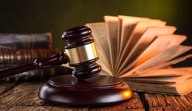 قاضی در هنگام صدور رای در ابتدا پرونده شما را می خواند