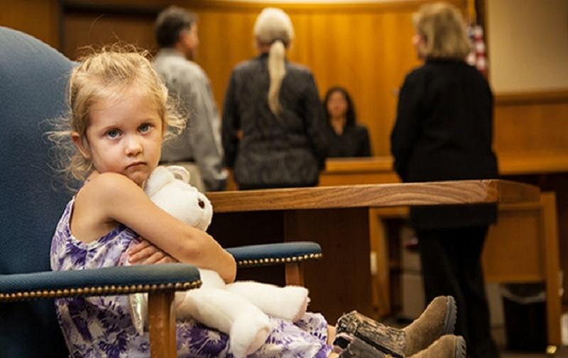 آیا در صورتی که زوجه درخواست طلاق دهد، حضانت فرزند به عهده مادر می باشد؟ شرایط حضانت فرزند در لایحه ی طلاق از طرف زوجه به چه شکلی است؟