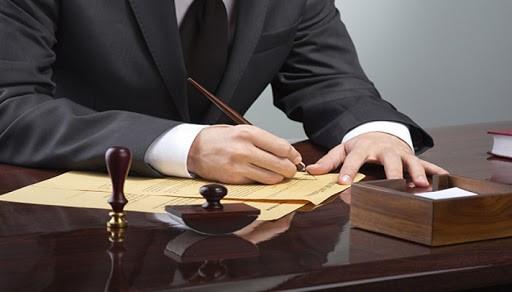 به لحاظ قانونی شرایط تحقق جرم خیانت در امانت چگونه است؟