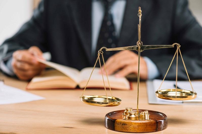 زوج چگونه میتواند دادخواست الزام به تمکین را تنظیم نماید؟