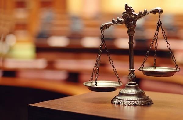 عنصر قانونی یک مزاحمت باید به نوعی باشد که جامعه این رفتار را جرم بداند