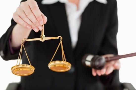 در دادسرا جلسه ای برای بررسی پرونده برگزار می شود