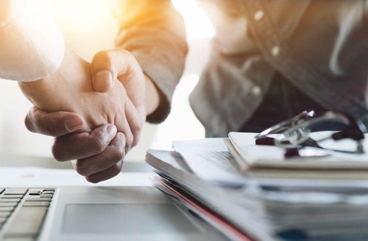 استفاده از وکلای حقوقی در قراردادهای تجاری